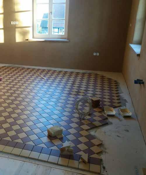 Mosaik Bodenfliesen 10 x 10 cm, Schachbrettmuster mit Ausgleichsfries